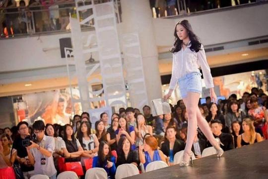 Nữ người mẫu Malaysia chết thảm vì hút mỡ để chuẩn bị làm cô dâu - Ảnh 1.