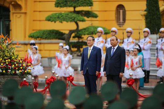 Thủ tướng Nguyễn Xuân Phúc chủ trì lễ đón Thủ tướng Nhật Bản - Ảnh 5.