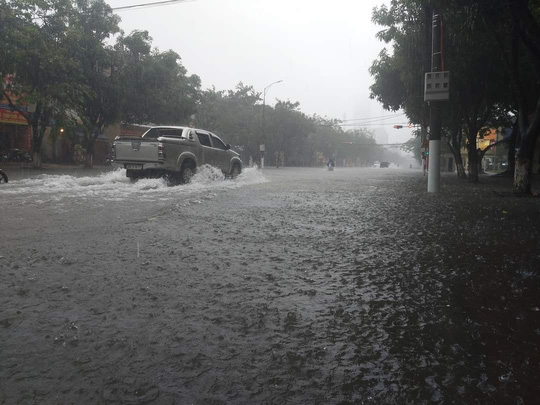 Hồ Kẻ Gỗ xả lũ, Hà Tĩnh sơ tán khẩn cấp gần 15.000 hộ dân - Ảnh 9.