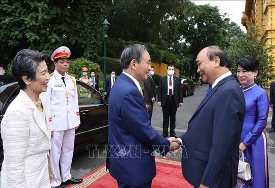 Thủ tướng Nguyễn Xuân Phúc chủ trì lễ đón Thủ tướng Nhật Bản - Ảnh 2.