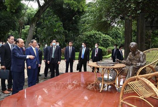 Thủ tướng Nhật Bản thăm Nhà sàn, Ao cá Bác Hồ - Ảnh 8.