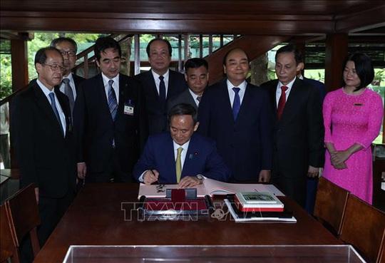 Thủ tướng Nhật Bản thăm Nhà sàn, Ao cá Bác Hồ - Ảnh 10.