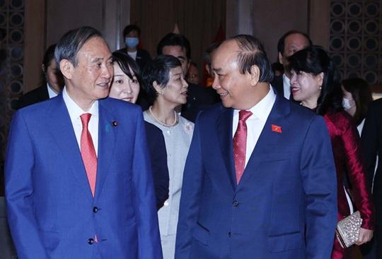 Thủ tướng Nhật Bản kết thúc chuyến thăm Việt Nam - Ảnh 1.