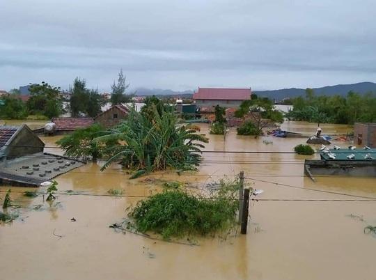 6 người tử vong, 100.000 nhà dân ở Quảng Bình bị ngập lụt do mưa lũ - Ảnh 1.