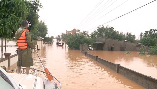 6 người tử vong, 100.000 nhà dân ở Quảng Bình bị ngập lụt do mưa lũ - Ảnh 3.