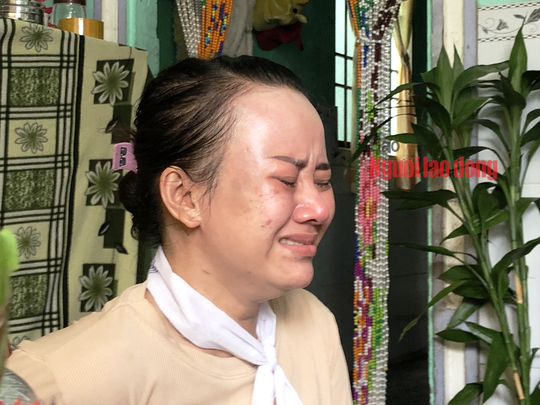 CLIP: Tiếng khóc xé lòng tại đám tang tiểu thương chết vì cứu người dưới cống - Ảnh 6.