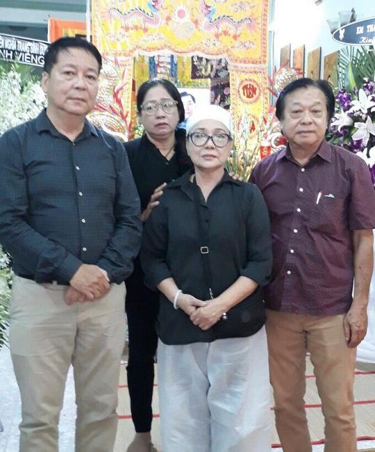 Hàng trăm người tiếc thương tiễn biệt NSƯT Nam Hùng - Ảnh 12.