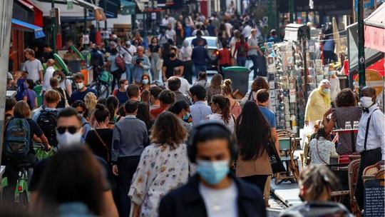 Covid-19 ở châu Âu: Ca nhiễm mới tăng kinh hoàng, dịch kéo dài tới mùa hè 2021 - Ảnh 2.