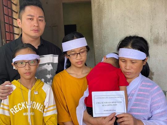 Ca sĩ Thanh Lam, Tùng Dương tặng mỗi gia đình thiệt hại do mưa lũ ở Hà Tĩnh 10 triệu đồng - Ảnh 2.