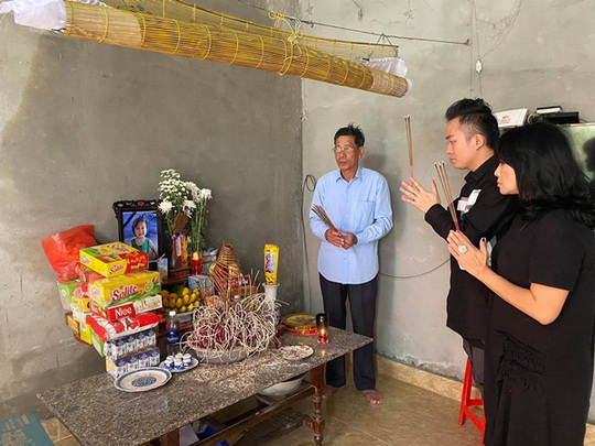 Ca sĩ Thanh Lam, Tùng Dương tặng mỗi gia đình thiệt hại do mưa lũ ở Hà Tĩnh 10 triệu đồng - Ảnh 3.