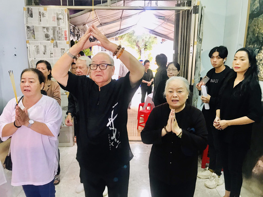 Hàng trăm người tiếc thương tiễn biệt NSƯT Nam Hùng - Ảnh 2.