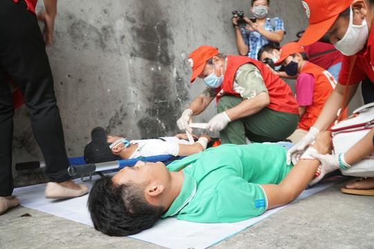 Ô tô bốc cháy, tai nạn liên hoàn và phương án diễn tập cứu nạn ở hầm Sông Sài Gòn - Ảnh 2.