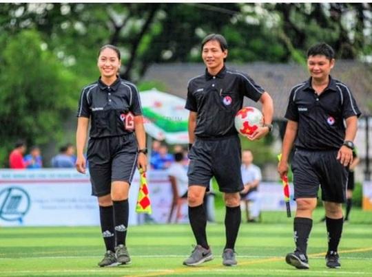 """Nữ trọng tài """"gây thương nhớ"""" tại giải bóng đá báo chí ĐBSCL - Ảnh 6."""