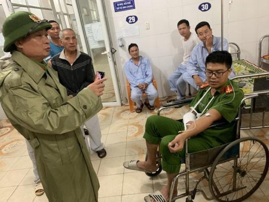 Quảng Bình: Bắt kẻ ngáo đá, chém đại úy công an nhập viện - Ảnh 2.