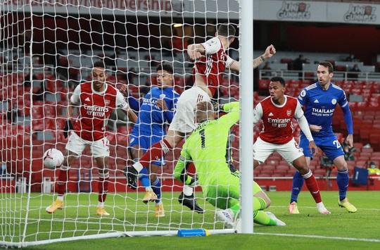 Siêu dự bị Vardy lập công cho Leicester, Arsenal thua đau ở Emirates - Ảnh 2.