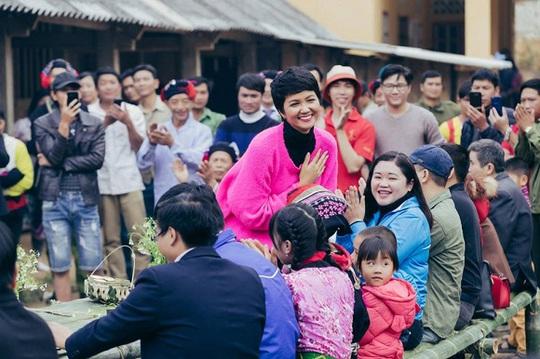 Thúy Diễm, Ái Châu bức xúc vì bị chỉ trích khi làm từ thiện - Ảnh 6.