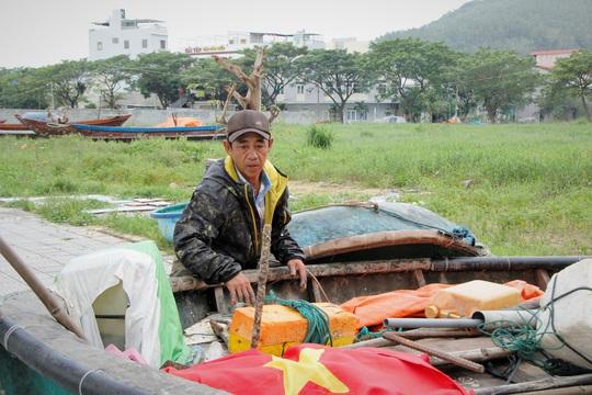 Đà Nẵng chạy đua chống bão số 9, dù trời đang nắng - Ảnh 2.