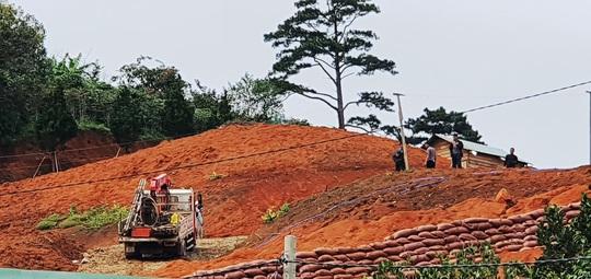 Làng biệt thự trái phép trong rừng: UBND tỉnh Lâm Đồng chỉ đạo khẩn, cắt điện trung thế - Ảnh 1.