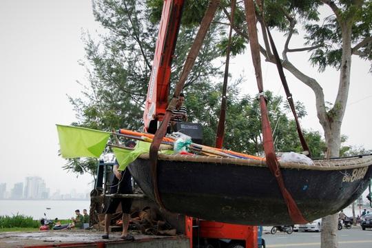 Đà Nẵng chạy đua chống bão số 9, dù trời đang nắng - Ảnh 8.