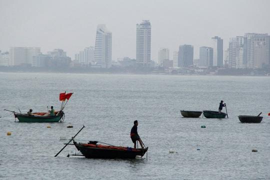 Đà Nẵng chạy đua chống bão số 9, dù trời đang nắng - Ảnh 9.