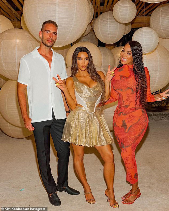"""Khoe sinh nhật hoành tráng, Kim Kardashian bị """"ném đá"""" dữ dội - Ảnh 3."""