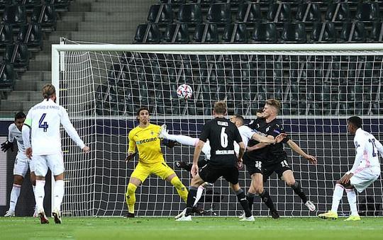Ngược dòng nghẹt thở trên đất Đức, Real Madrid vẫn xếp chót bảng Champions League - Ảnh 1.