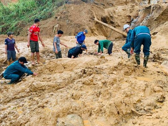 Sạt lở vùi lấp hơn 40 người ở Quảng Nam: Điều kỳ diệu, tìm được nhiều người vẫn còn sống - Ảnh 5.