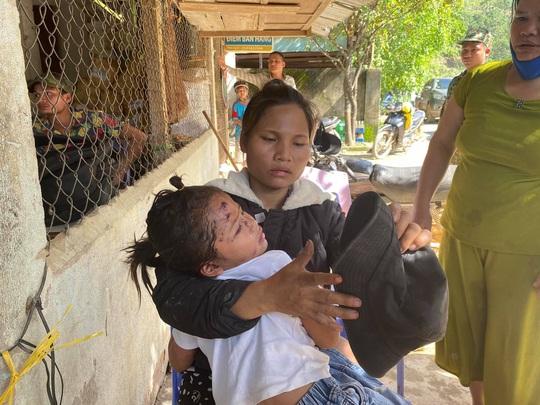 Sạt lở vùi lấp hơn 40 người ở Quảng Nam: Điều kỳ diệu, tìm được nhiều người vẫn còn sống - Ảnh 2.