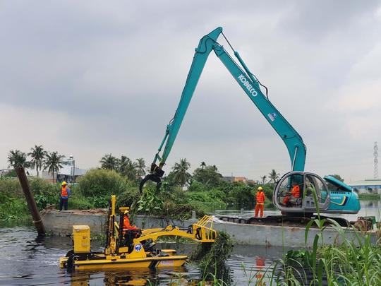 Đề xuất thuê máy vớt rác trên sông, rạch - Ảnh 1.