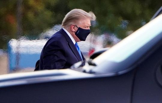 Tổng thống Trump thuộc nhóm nguy cơ cao khi nhiễm Covid-19 - Ảnh 1.