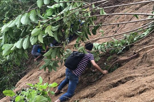 Quảng Nam đề nghị Bộ Quốc phòng dùng trực thăng tiếp tế lương thực cho 3.000 hộ dân - Ảnh 2.