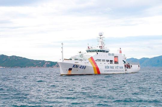 Vụ 2 tàu cá Bình Định chìm: 3 người được cứu sống đang về cảng Cam Ranh - Ảnh 1.