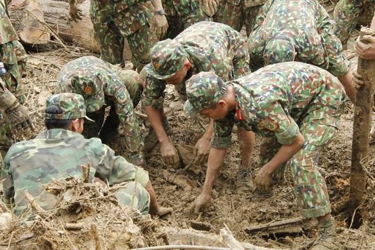 14 người mất tích ở Trà Leng: Đào xới hết khu sạt lở nhưng không tìm thấy ai - Ảnh 2.