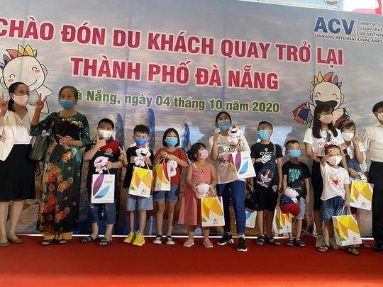 Đón đoàn khách du lịch đầu tiên đến Đà Nẵng sau dịch Covid-19 - Ảnh 7.
