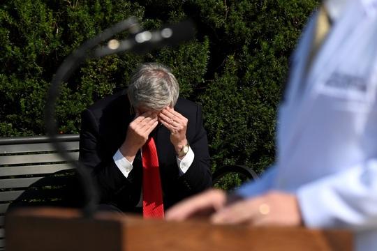Nhà Trắng thừa nhận giảm nhẹ bệnh tình ông Donald Trump - Ảnh 3.