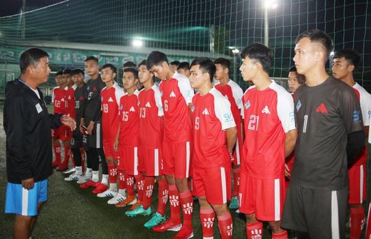 Điểm danh 8 HLV dự SV-League 2020: Danh thủ Cảng Sài Gòn đấu trọng tài FIFA - Ảnh 2.