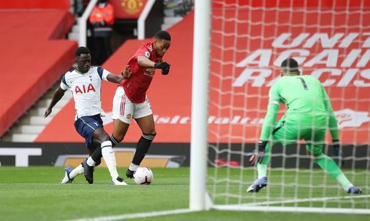 90 phút kinh hoàng, Tottenham bắn phá thánh địa Old Trafford - Ảnh 1.