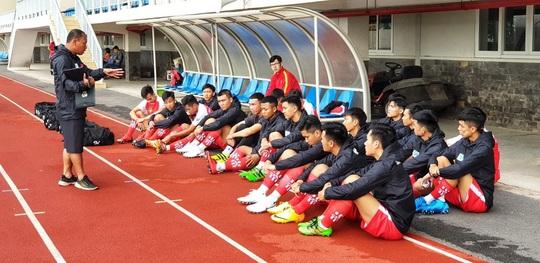 Điểm danh 8 HLV dự SV-League 2020: Danh thủ Cảng Sài Gòn đấu trọng tài FIFA - Ảnh 3.
