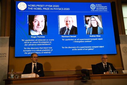 Nobel Vật lý 2020 vinh danh đột phá về hố đen - Ảnh 1.
