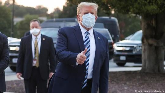 """Dịch Covid-19: Tổng thống Trump """"giáng đòn"""" đảng Dân chủ, nhiều lãnh đạo quân sự cách ly  - Ảnh 1."""