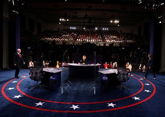 Bầu cử Mỹ: Hai phó tướng tranh luận từ tốn nhưng gay gắt - Ảnh 6.