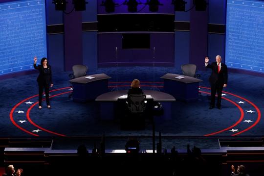 Bầu cử Mỹ: Hai phó tướng tranh luận từ tốn nhưng gay gắt - Ảnh 1.