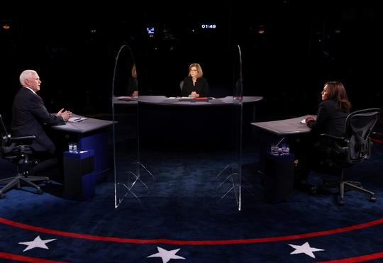 Bầu cử Mỹ: Hai phó tướng tranh luận từ tốn nhưng gay gắt - Ảnh 3.