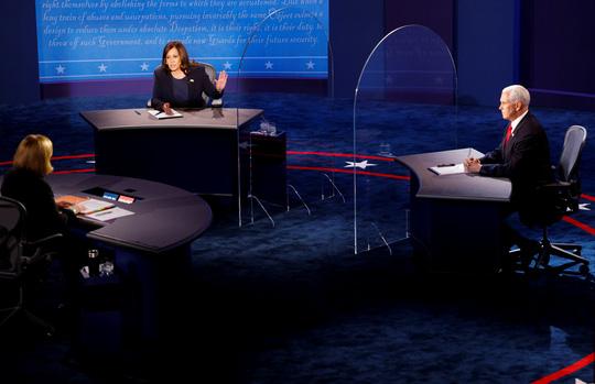 Bầu cử Mỹ: Hai phó tướng tranh luận từ tốn nhưng gay gắt - Ảnh 2.