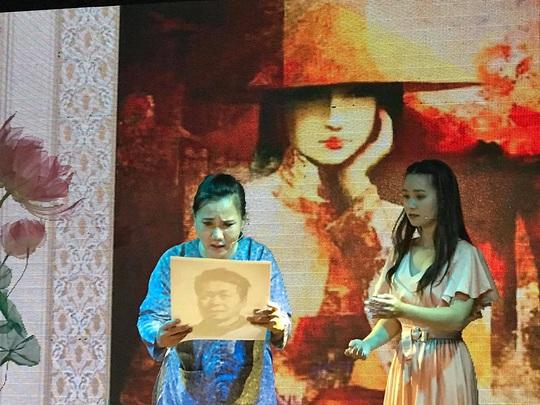 Án tình của sân khấu nhỏ Sen Việt, ba nghệ sĩ cuốn hút người xem - Ảnh 1.