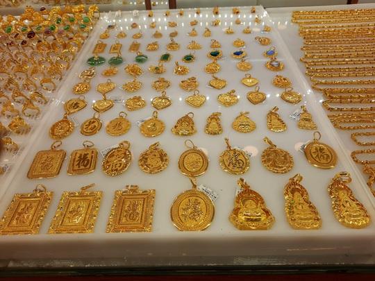 Giá vàng hôm nay 12-11: Thế giới giảm, vẫn rẻ hơn vàng SJC 4 triệu đồng/lượng - Ảnh 1.
