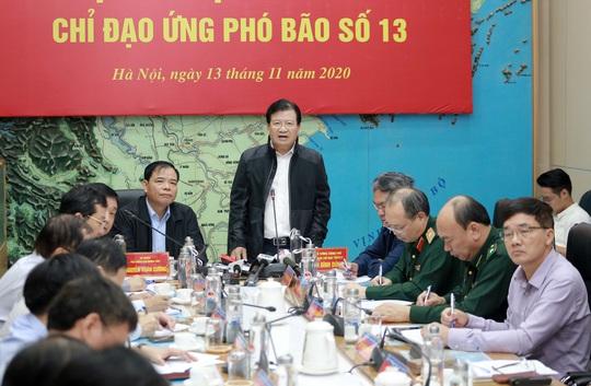 Bão số 13 quét dọc tuyến biển từ Quảng Ngãi đến Thanh Hóa với sức tàn phá rất lớn trên biển - Ảnh 1.