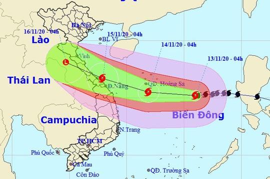 Bão số 13 giật cấp 15, sóng biển cao 8-10 m, hướng vào miền Trung - Ảnh 1.