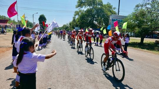 Cuộc đua xe đạp Nam Kỳ khởi nghĩa chỉ tranh tài 3 chặng - Ảnh 1.