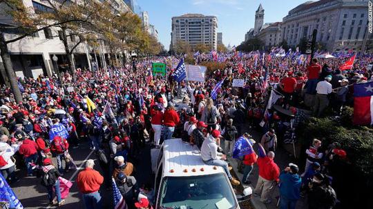 Hàng ngàn người ủng hộ ông Trump đổ về Washington DC - Ảnh 1.